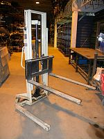 Manual Lift Stacker