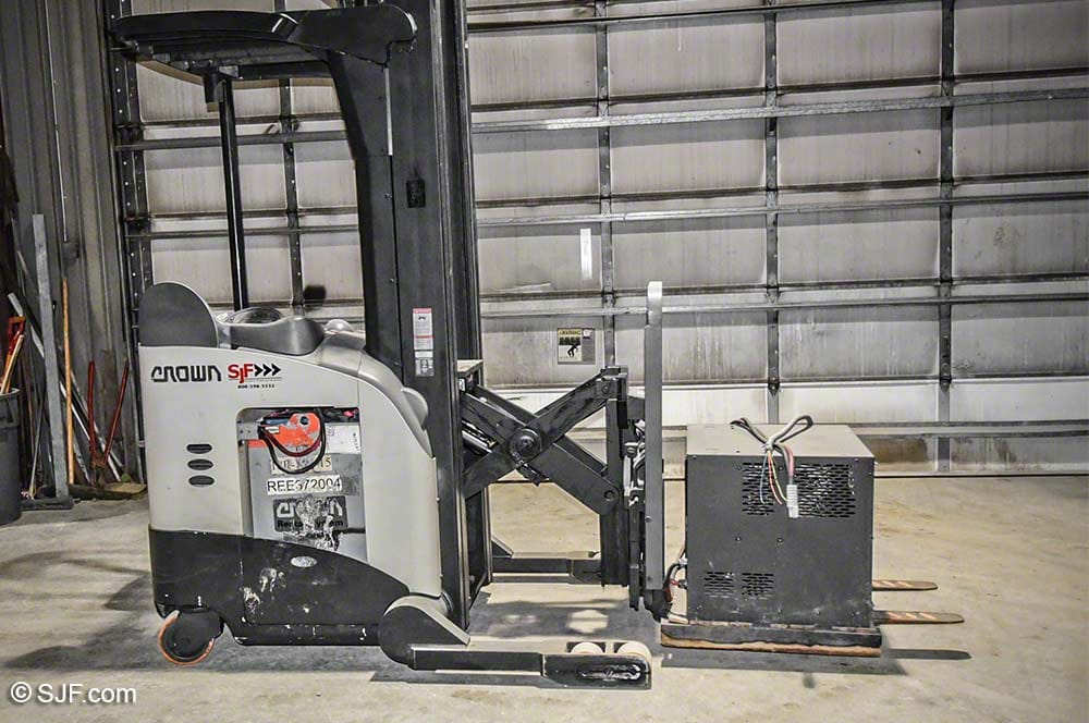 Crown Scissors Reach Fork Truck